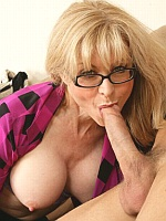Nina Hartley cheers up her neighbor with her ass